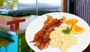How to Cook with a wow freshly scrambled eggs with bacon - chef's easy recipe