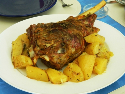 Crispy lamb Leg with Roasted Potatoes